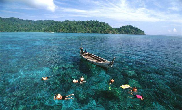 Tak Kalah dengan Bunaken dan Raja Ampat, Pulau Abang pun Begitu Indahnya